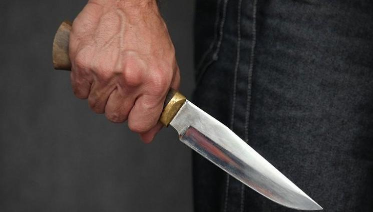 На Миколаївщині депутат вдарив сусіда ножем у живіт