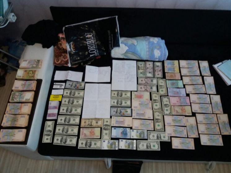 УКиєві екс-співробітники ПриватБанку заволоділи 200 тис. грн