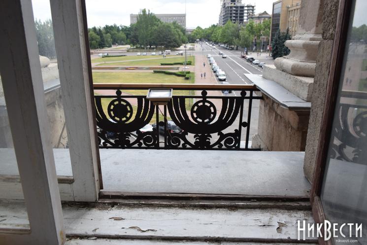 Оце так дременув: Мер Миколаєва втік від поліції через вікно
