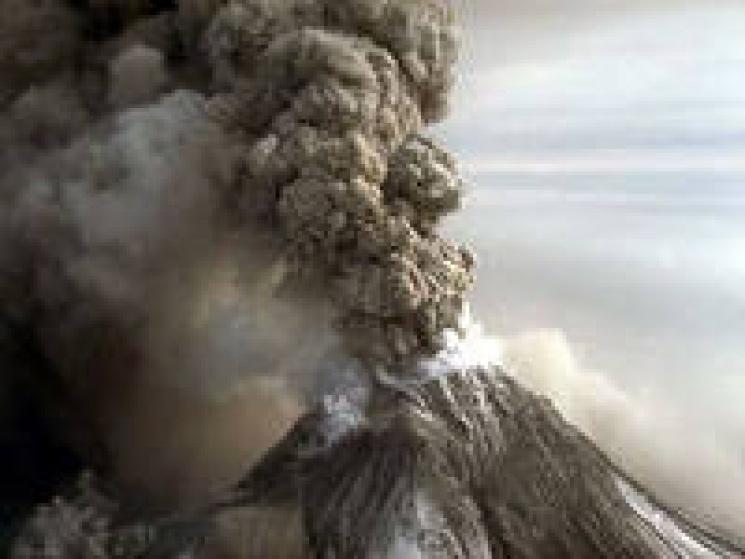 На Росії вулкан засипав попелом село…