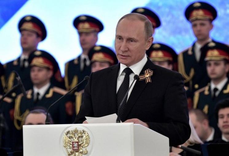 """Путін погрожує """"захищати"""" Крим будь-яким способом"""