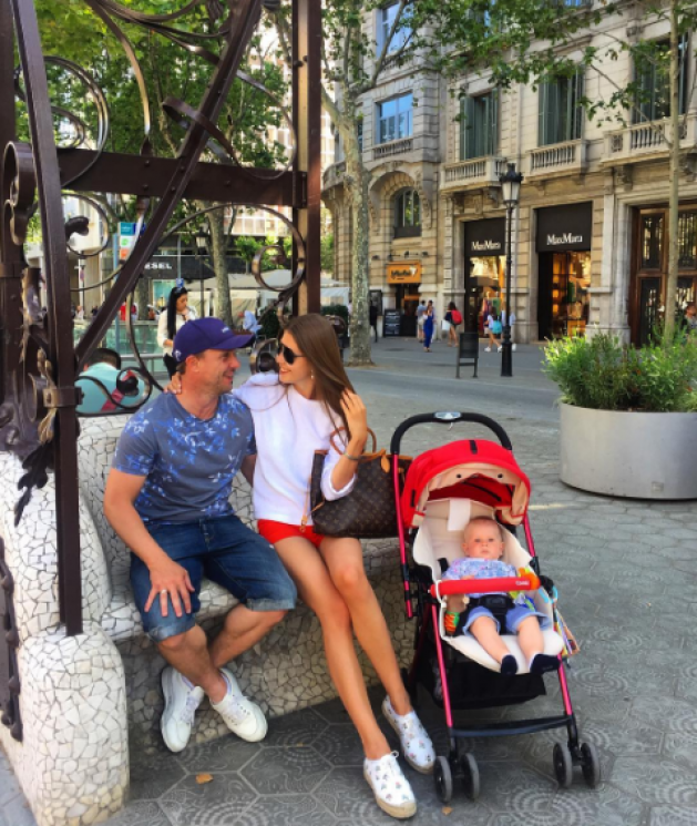 Красуня дня: Анна, дружина Сергія Реброва на відпочинку в Іспанії