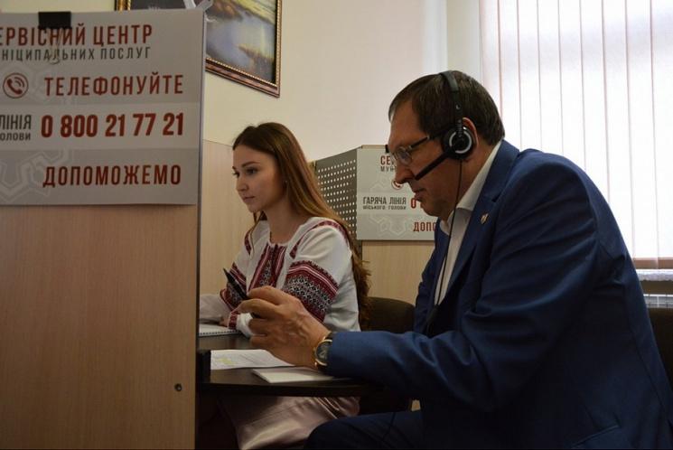 Мер Кропивницького проговорив у п'ятницю дві годин підряд по телефону і не в своєму кaбінеті