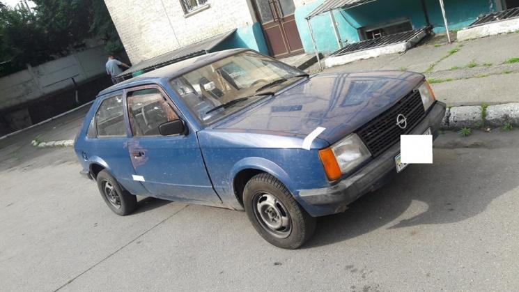 На Полтавщині викрали автівку за допомогою автоевакуатора