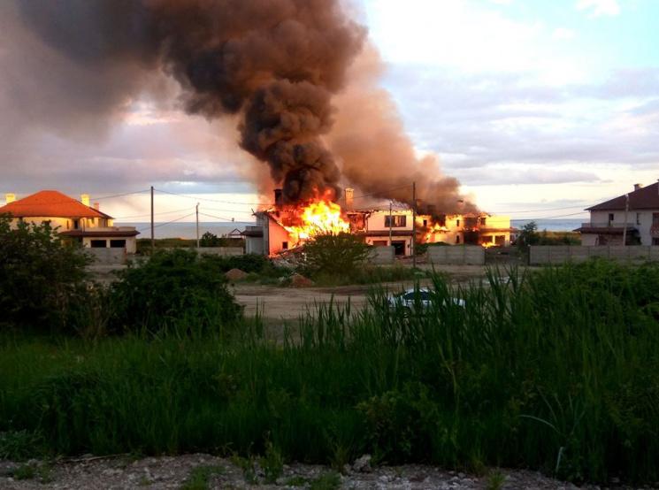 Окупанти ввечері обстріляли житлові квартали Бердянського, виникла пожежа— СЦКК