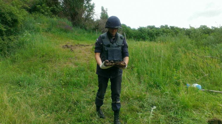 На Кропивниччині знайшли схованку застарілих боєприпасів