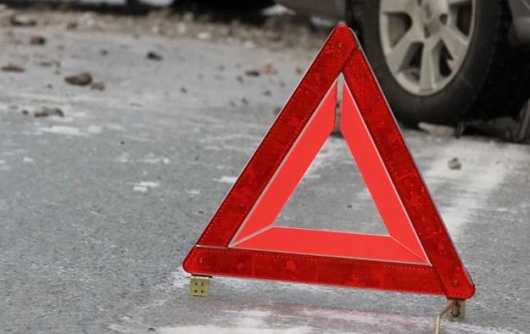 В Полтавському р-ні автівка врізалася у відбійник, є постраждалі