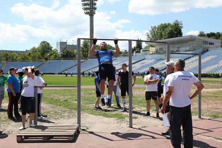 Поплічники окупантів у Криму провели спортивні змагання на порожньому стадіоні