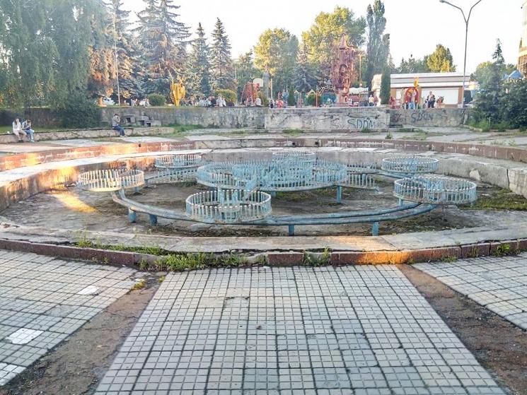 """У Хмельницькому не віднайшли бажаючих відремонтувати площу та фонтан біля """"СВ"""""""