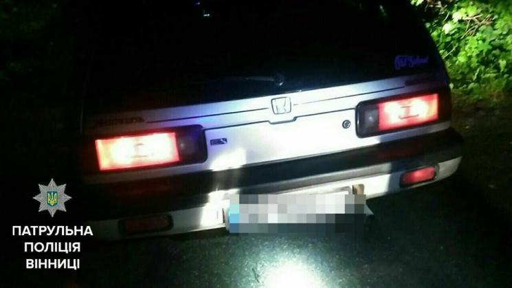 Як на Вінниччині п'яний водій калічив свою машину, втікаючи від поліції