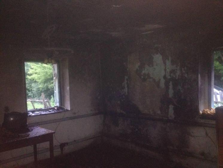 На Красилівщині згорів будинок