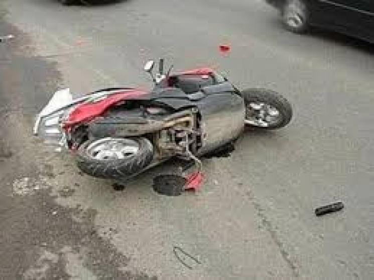 """На Красилівщині моторолер протаранив """"Рено"""""""