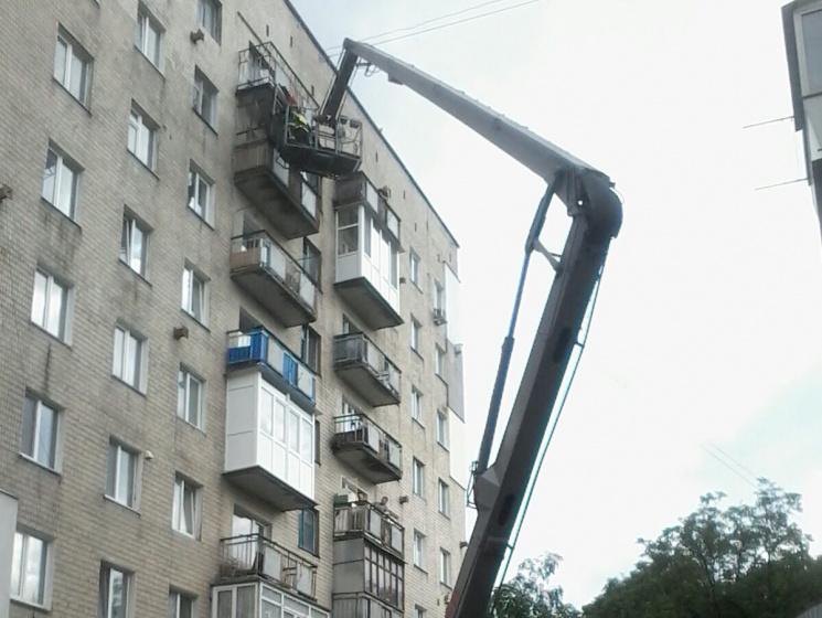 У Хмельницькому на восьмому поверсі здуло балкон