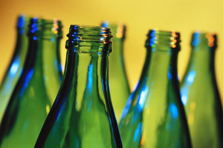 Кубанцам запретили пить алкоголь из стеклянной тары