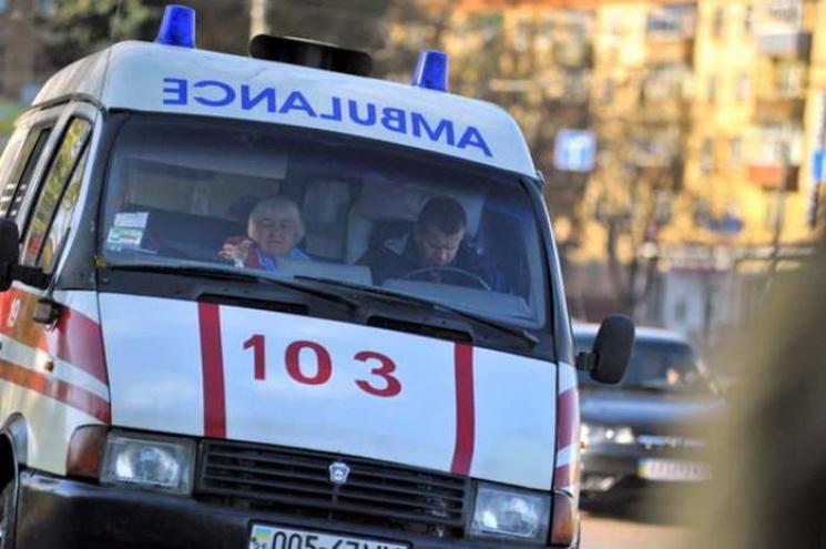 У центрі Сум біля поліцейського відділку помер чоловік