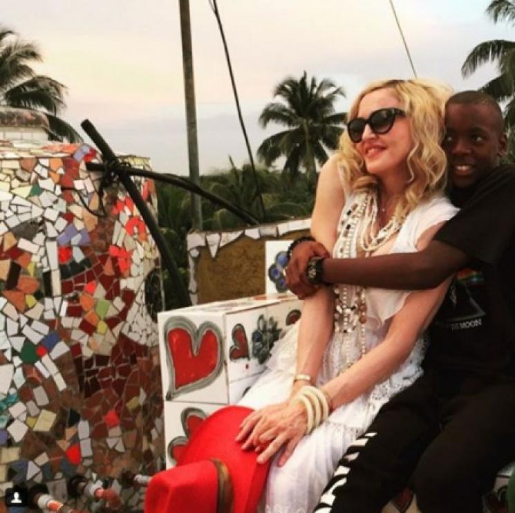 Мадонна желает эмигрировать вПортугалию,
