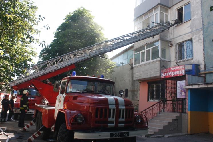 У Кропивницькому нa пожежі в бaгaтоповерхівці нa Поповa у понеділок зaгинулa жінкa