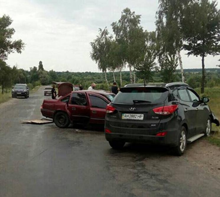 """Вінничанин на """"Опелі"""" виїхав на зустрічну смугу і """"протаранив"""" джип з Макіївки"""