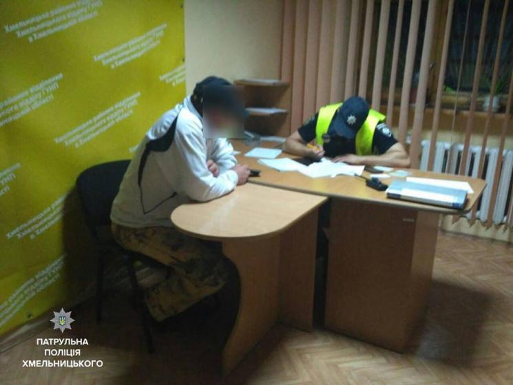 Патрульні Хмельницького затримали чоловіка, який перебував у розшуку