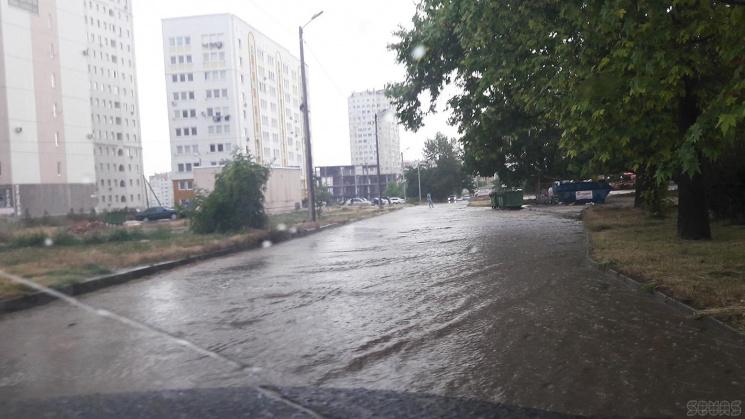 Через стихійне лихо вулиці Севастополя перетворилися на річки