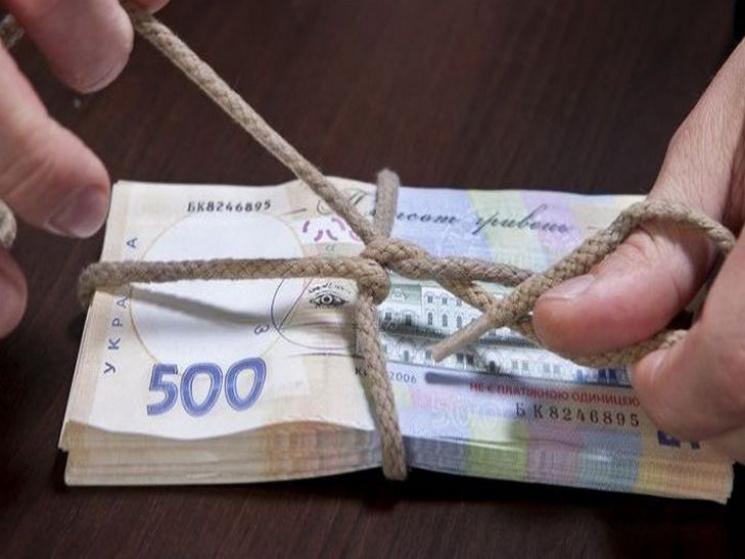 Ровенский прокурор получил кучу денег…