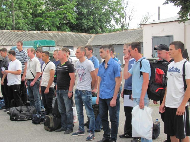 З Харкова на навчання відправили перших офіцерів-призовників