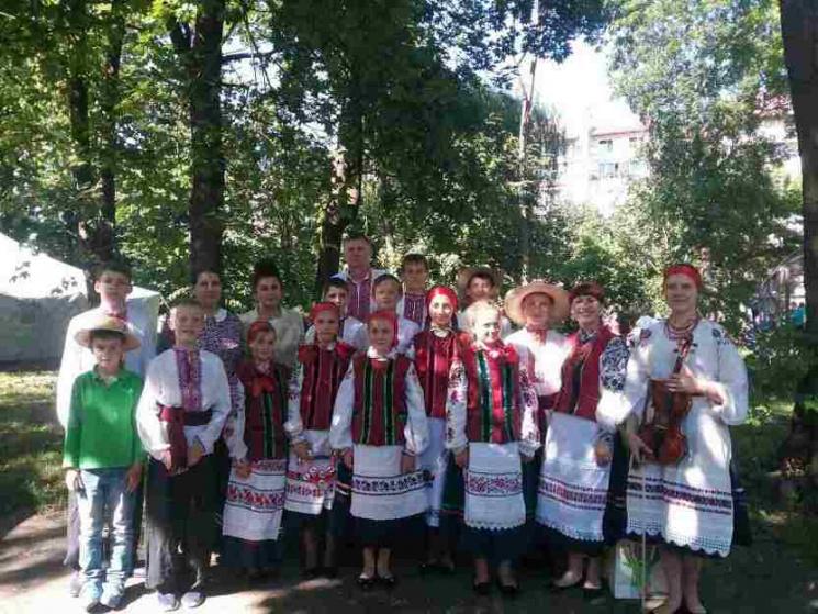 На регіональному етнофесті Хмельниччину презентував музичний колектив з Красилівщини