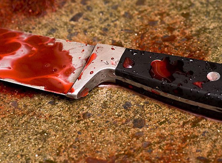 На Харківщині убивця розпоров собі горло через труп приятеля в дивані