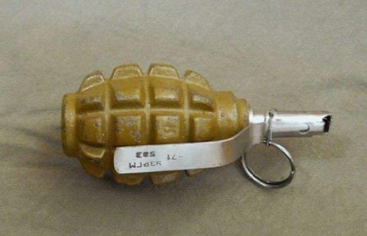 Поліція знайшла у славутчанина корпус бойової гранати та підривник до неї
