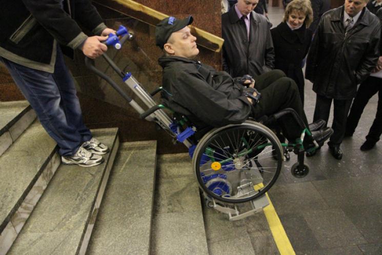 У столичній підземці визнали, що станції не пристосовані для людей з інвалідністю