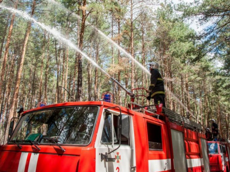 Майстер-клас від рятувальників: У дитячому таборі на Полтавщині зімітували пожежу