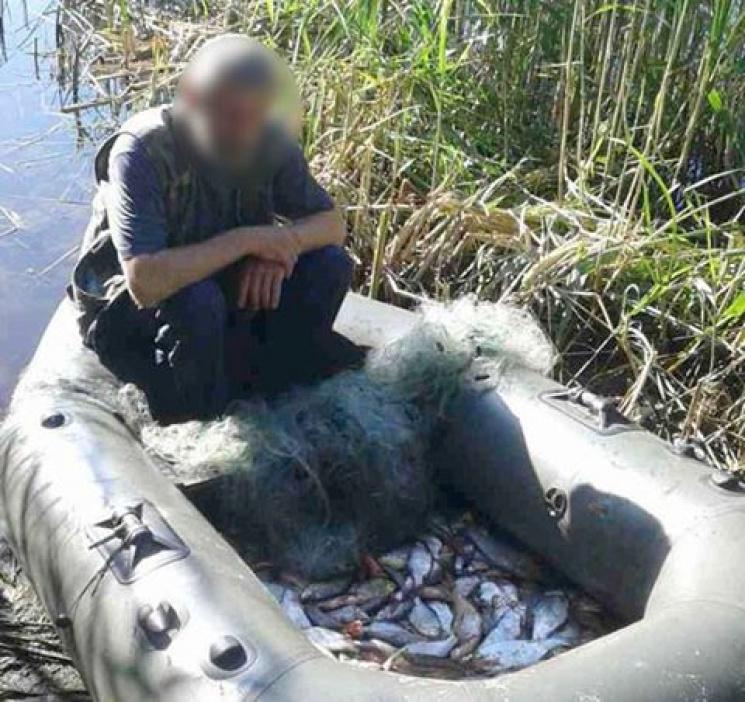 На Дніпрі, поблизу Кременчука, затримали браконьєра