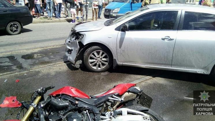 У Харкові не розминулися іномарка та мотоцикл: Є постраждалі