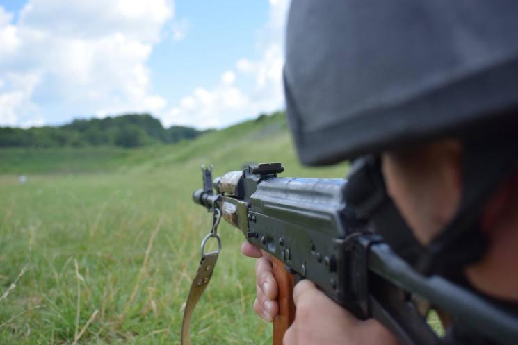 Тернопільські артилеристи вправляються у прицільній стрільбі