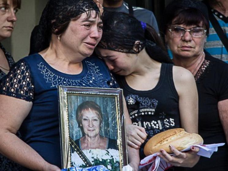 У Дніпрі вбиту жінку-водійку в останню путь проводжала колона автомобілів таксі