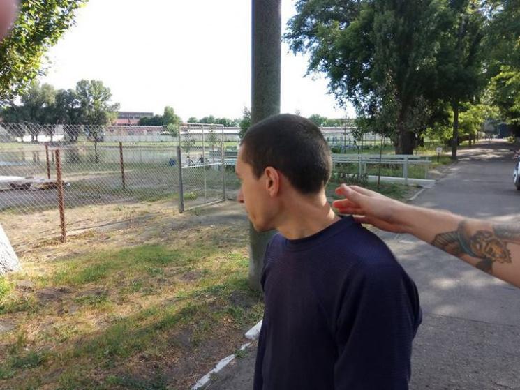 Чоловік побився злебедем у міському парку