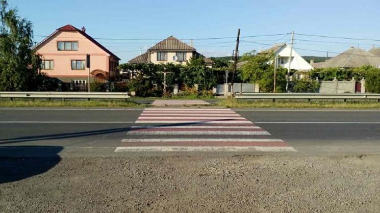 Біля Ужгорода водій на BMW збив на пішохідному переході 10-річну дівчинку