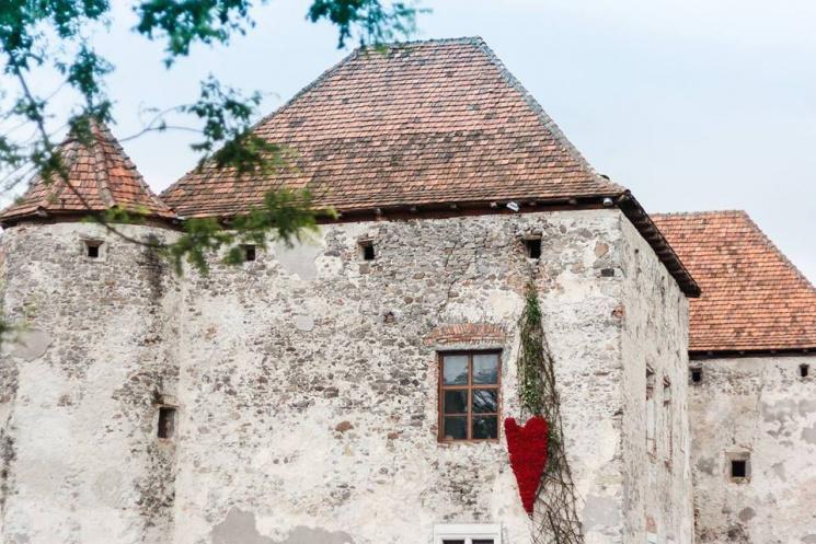 На Закарпатті старовинний замок прикрасять квітковими композиціями у рамках масштабного фестивалю
