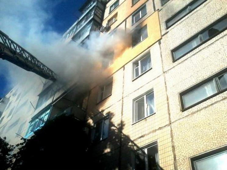 У Кривому Розі з пожежі врятували чотирьох людей: Хлопчика спускали по автодрабині