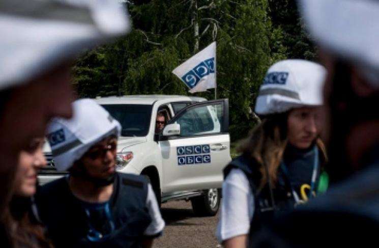 """Озброєні бойовики """"ДНР"""" жорстоко напали на спостерігачів ОБСЄ"""