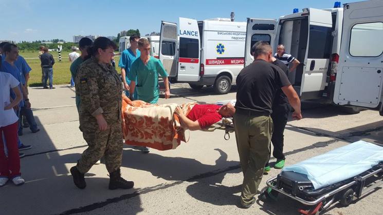 Волонтер: вОдессу прибыл «веселый» борт с22 ранеными защитниками Украинского государства