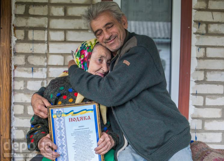 Залучила все село: Як працює 93-річна во…