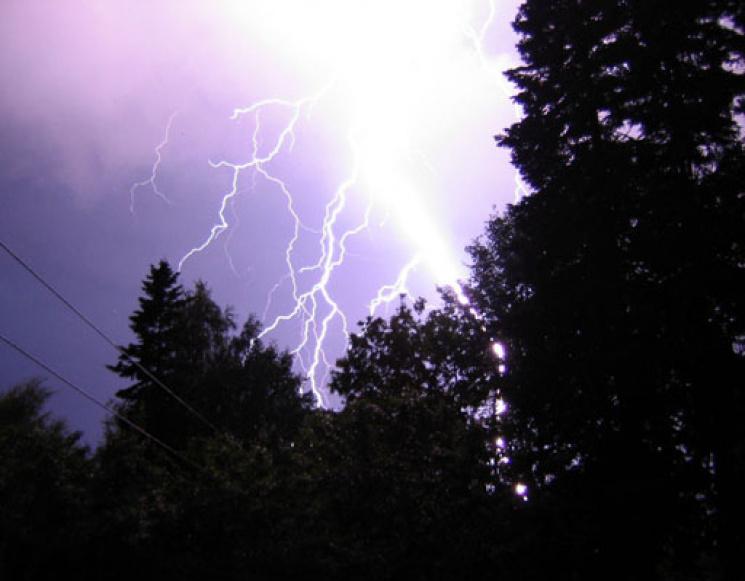 ДСНС попереджає про шквали і сильні дощі вУкраїні