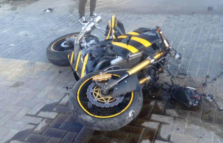 У Хмельницькому знову аварія: У зіткненні маршрутки і мотоцикла загинула людина (ФОТО)