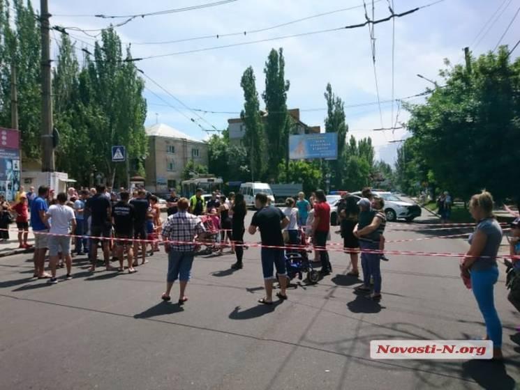 У Миколаєві мешканці гуртожитків перекрили проїжджу частину (ФОТО, ВІДЕО)
