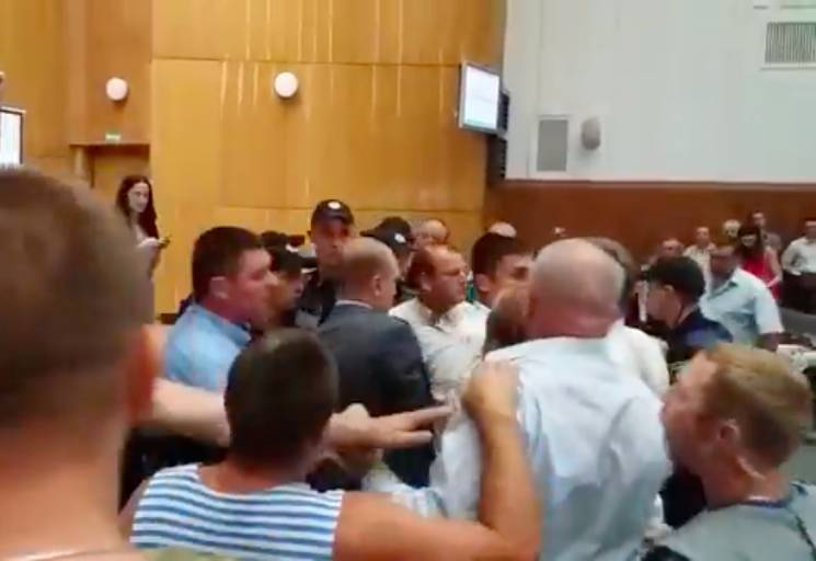 На сессии Тернопольского облсовета подра…