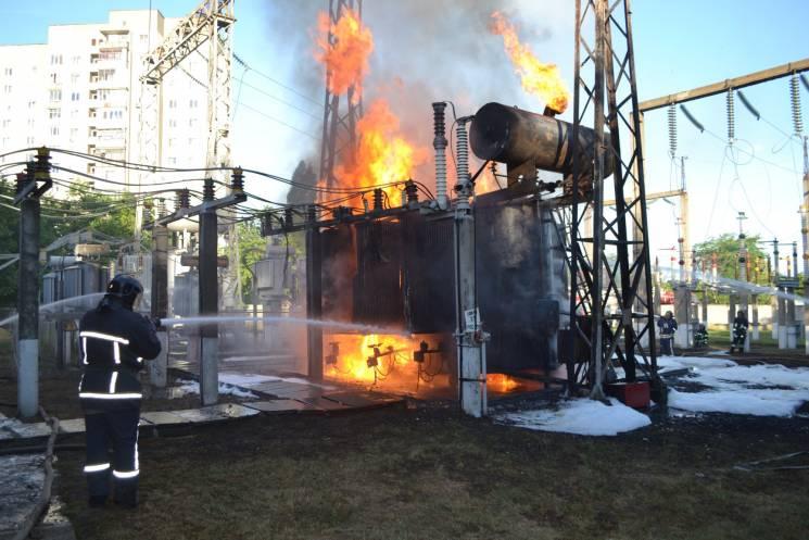 Одеські рятувальники ліквідували велику пожежу на електропідстанції (ФОТО)