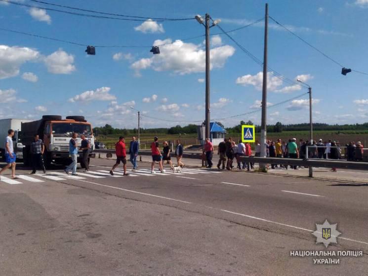 """Селяни перекрили трасу """"Київ-Харків"""" та…"""