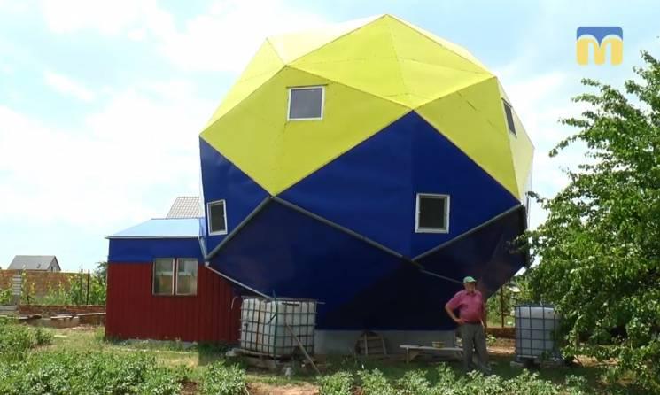 У Миколаєві чоловік збудував єдиний в Україні будинок-дванадцятигранник