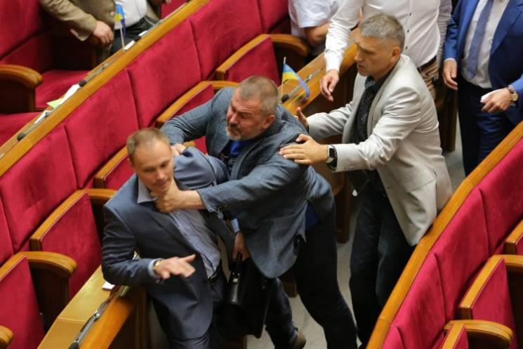 Відео дня: Мураєв назвав Сенцова терористом і бійка у Раді